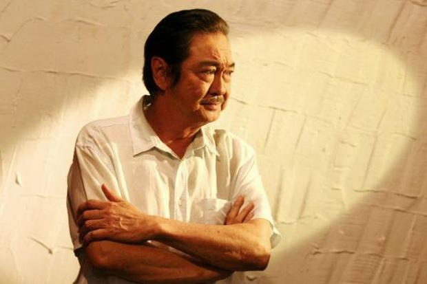 Nhìn lại 2 vai diễn cuối cùng của NSƯT Nguyễn Chánh Tín: Từ người bố phong độ trong Em Chưa 18 đến soái ca của mọi cô gái - Ảnh 1.