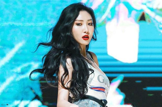 Không phải Chungha hay Jennie (BLACKPINK), Hwasa (MAMAMOO) vừa tài năng vừa chiếm trọn spotlight mọi lúc mọi nơi mới là nữ idol nổi bật nhất Kpop 2019 - Ảnh 2.
