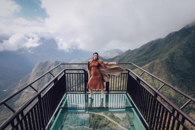 """Chụp hình thả vài dáng """"sương sương"""" trên cầu kính cao nhất Việt Nam, Khánh Vân chứng tỏ đẳng cấp tân hoa hậu Hoàn vũ đầy thần thái - Ảnh 3."""