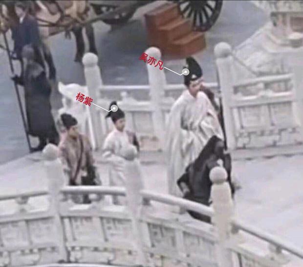 Hậu trường Thanh Trâm Hành: Ngô Diệc Phàm khí chất đầy mình, Dương Tử nhìn như trợ lí đi theo? - Ảnh 5.