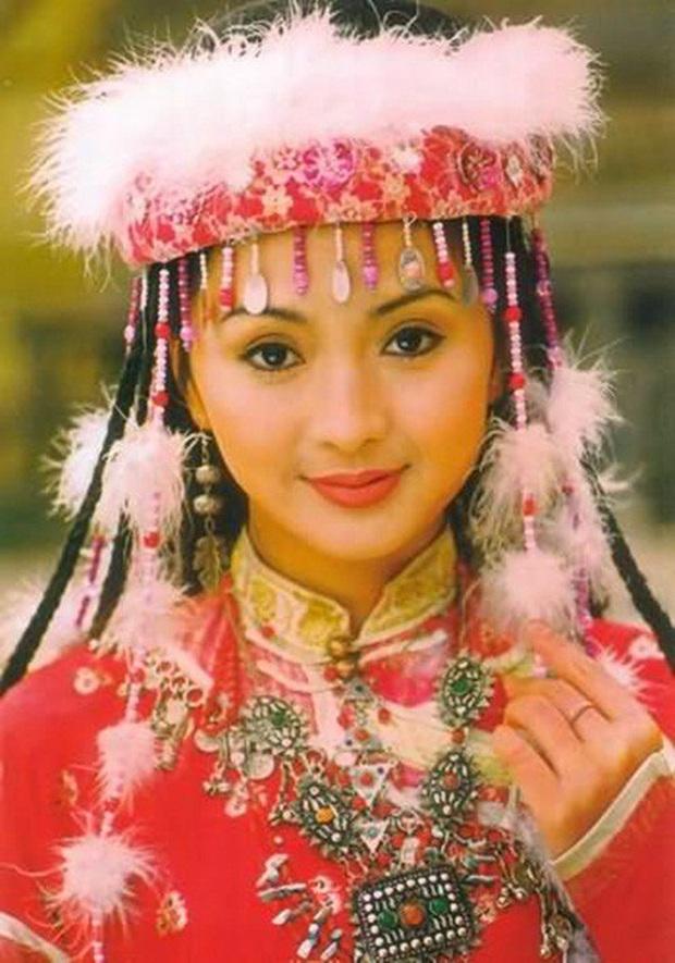 Showbiz Hoa ngữ 20 năm trước: Hàng loạt tượng đài Cbiz ra đời, cặp Vương Phi - Tạ Đình Phong sở hữu bức ảnh chấn động - Ảnh 18.