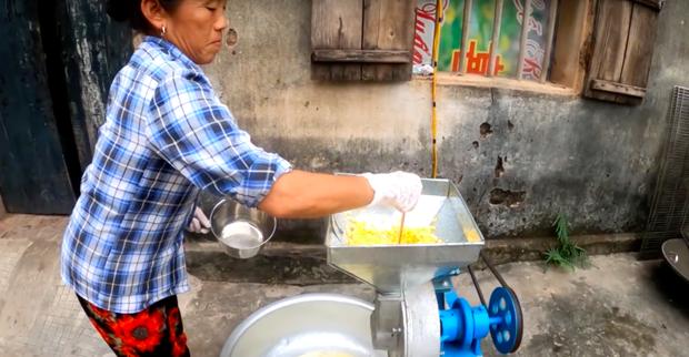 """Đổi gió nấu sữa ngô giữa mùa đông… """"cho nó mát"""", Bà Tân Vlog lại được dân tình ủng hộ vì một thay đổi nhỏ nhưng có võ - Ảnh 3."""