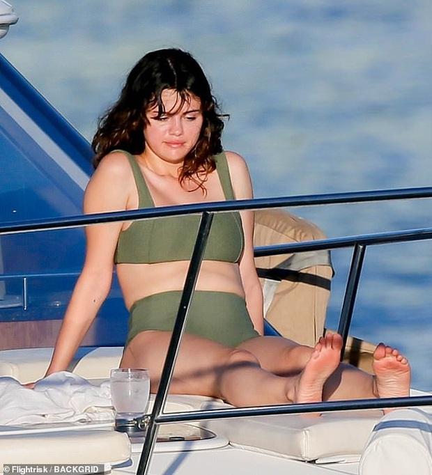 Selena Gomez dạo này: Một thời body mướt mắt nay lại trúng lời nguyền, nhưng càng lên cân càng được khen hết lời - Ảnh 8.
