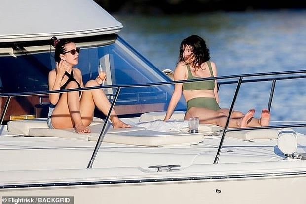 Selena Gomez dạo này: Một thời body mướt mắt nay lại trúng lời nguyền, nhưng càng lên cân càng được khen hết lời - Ảnh 6.