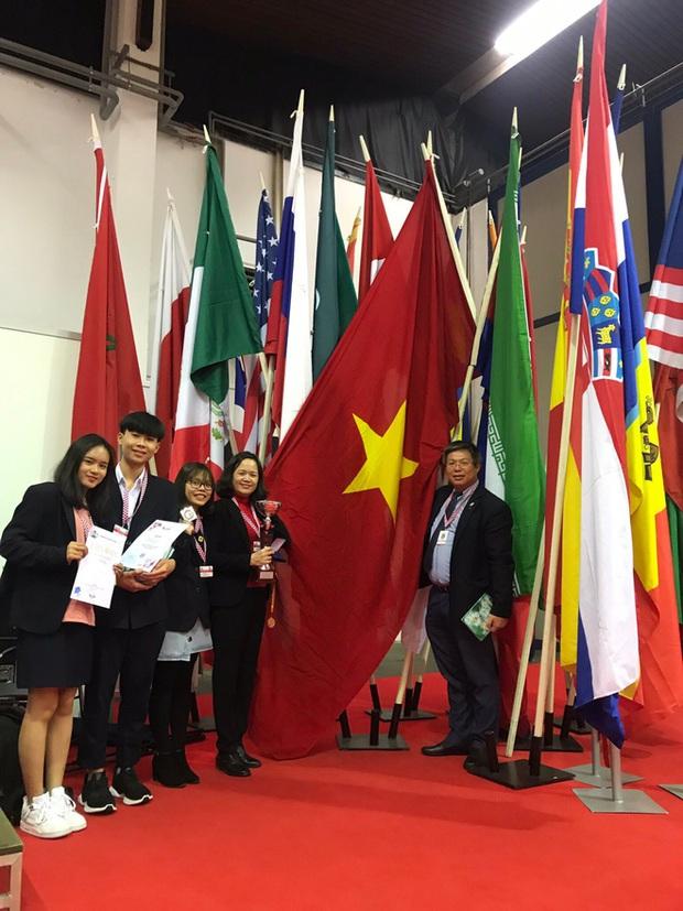 Học sinh Việt Nam giành cúp đặc biệt cho đề tài xuất sắc nhất về tính ứng dụng và Huy chương sáng chế Châu Âu tại Cuộc thi Phát minh sáng chế quốc tế INOVA năm 2019 - Ảnh 1.