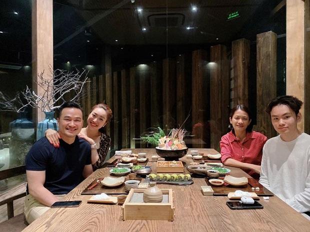 Chi Bảo đưa bạn gái đi ăn với vợ cũ và con trai: Đúng là mối quan hệ hiếm có trong showbiz sau ly hôn! - Ảnh 1.