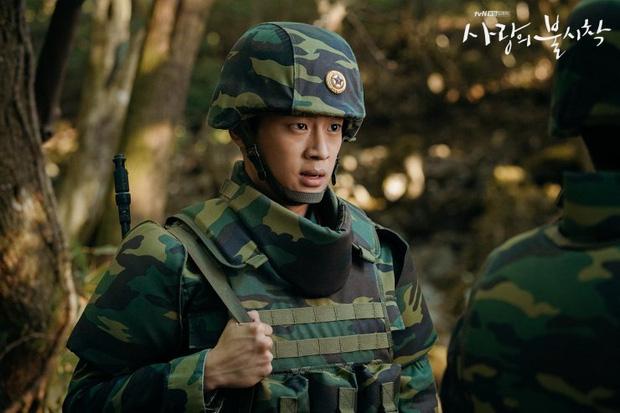 Vừa soi vừa giật mình profile hội bạn Hyun Bin ở Crash Landing On You: Có người từng dọa xiên Song Joong Ki? - Ảnh 5.
