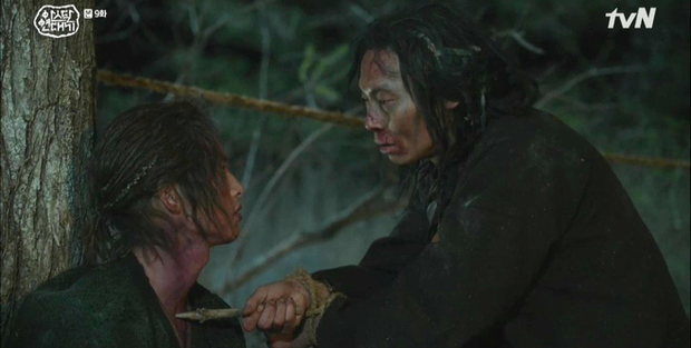 Vừa soi vừa giật mình profile hội bạn Hyun Bin ở Crash Landing On You: Có người từng dọa xiên Song Joong Ki? - Ảnh 11.