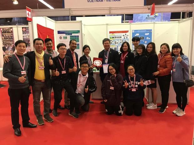 Học sinh Việt Nam giành cúp đặc biệt cho đề tài xuất sắc nhất về tính ứng dụng và Huy chương sáng chế Châu Âu tại Cuộc thi Phát minh sáng chế quốc tế INOVA năm 2019 - Ảnh 3.