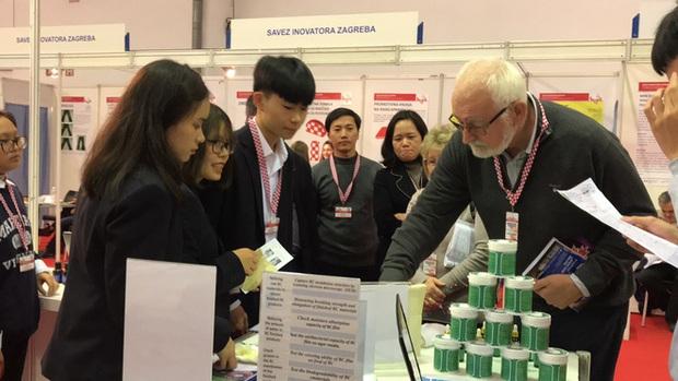 Học sinh Việt Nam giành cúp đặc biệt cho đề tài xuất sắc nhất về tính ứng dụng và Huy chương sáng chế Châu Âu tại Cuộc thi Phát minh sáng chế quốc tế INOVA năm 2019 - Ảnh 4.
