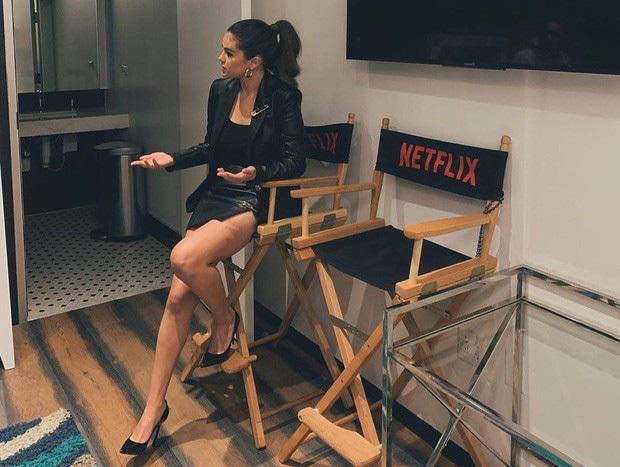 Selena Gomez dạo này: Một thời body mướt mắt nay lại trúng lời nguyền, nhưng càng lên cân càng được khen hết lời - Ảnh 2.