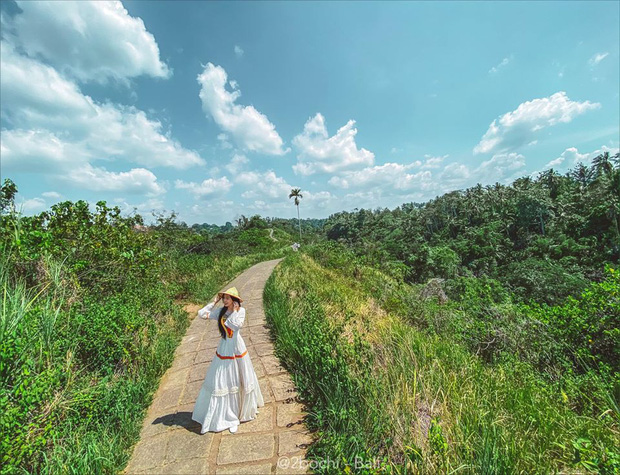 """Hành trình 7 ngày càn quét hết 23 điểm check-in hot nhất Bali của gái xinh 9x, đầu tư váy áo cũng """"không phải dạng vừa đâu""""! - Ảnh 11."""