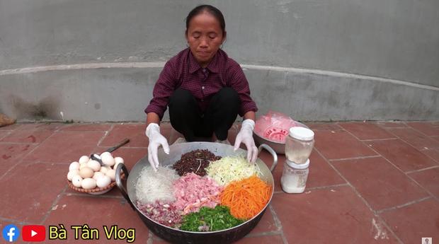 Xem bà Tân Vlog làm mâm bánh đa nem siêu to khổng lồ, ai cũng chỉ mong nhanh đến Tết - Ảnh 3.