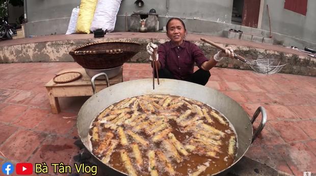 Xem bà Tân Vlog làm mâm bánh đa nem siêu to khổng lồ, ai cũng chỉ mong nhanh đến Tết - Ảnh 5.