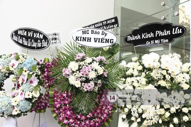 Đám t.ang nghệ sĩ Nguyễn Chá.nh Tín: NS Kim Xuân, Vân Sơn và nhiều đồng ngh.iệp b.àng h.oàng, c.on gái thất thần trước linh cữu Ch.a - Ảnh 5.