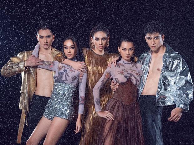 The Face Vietnam 2018 đầu năm mới: Team Võ Hoàng Yến chụp hình ướt át, Minh Hằng rủ học trò đóng phim - Ảnh 1.