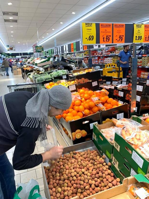 """Con dân Việt ở nước ngoài """"khóc ròng"""" vì trái vải: Giá nơi nào cũng cao, mua được vài quả ăn chẳng bõ - Ảnh 1."""