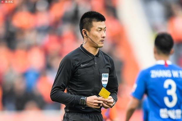 Ngay trận ra quân, thầy trò HLV Park Hang-seo đã dính combo 3 hung thần trọng tài từng gây ám ảnh bóng đá Việt Nam - Ảnh 3.