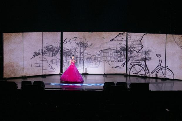 Q Show 2 tại Hà Nội: Lệ Quyên chứng minh đẳng cấp với dạ tiệc âm nhạc hoành tráng và đầy cảm xúc - Ảnh 2.