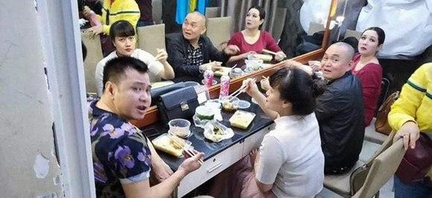 Khung cảnh sau cánh gà Quốc Khánh, Quang Thắng cùng dàn nghệ sĩ trước đêm Gala cuối năm thay thế Táo quân 2020! - Ảnh 1.