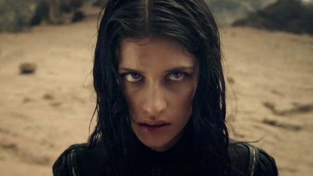 The Witcher: Cốt truyện kì ảo hấp dẫn, dàn sao siêng cởi đỏ hoe con mắt - Ảnh 9.