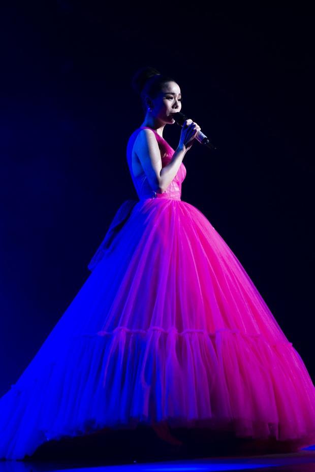 Q Show 2 tại Hà Nội: Lệ Quyên chứng minh đẳng cấp với dạ tiệc âm nhạc hoành tráng và đầy cảm xúc - Ảnh 7.