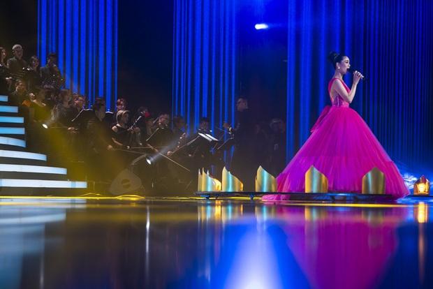 Q Show 2 tại Hà Nội: Lệ Quyên chứng minh đẳng cấp với dạ tiệc âm nhạc hoành tráng và đầy cảm xúc - Ảnh 6.