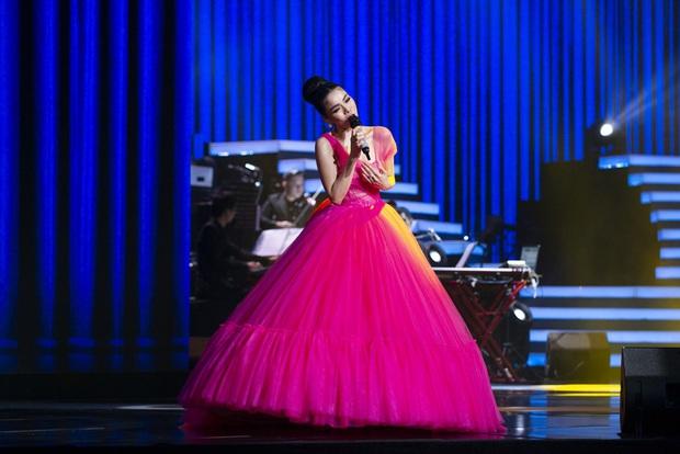 Q Show 2 tại Hà Nội: Lệ Quyên chứng minh đẳng cấp với dạ tiệc âm nhạc hoành tráng và đầy cảm xúc - Ảnh 4.