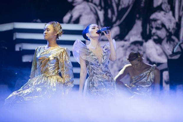 Q Show 2 tại Hà Nội: Lệ Quyên chứng minh đẳng cấp với dạ tiệc âm nhạc hoành tráng và đầy cảm xúc - Ảnh 10.