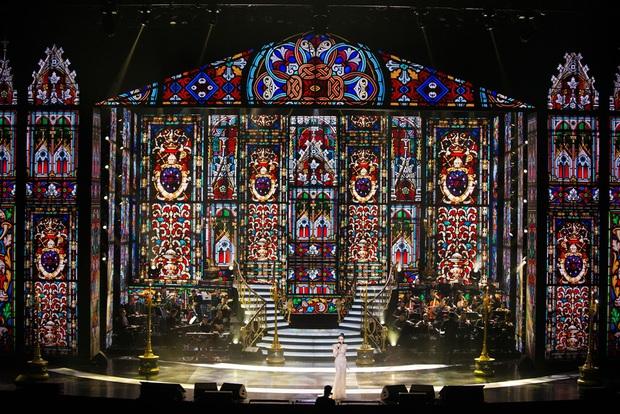 Q Show 2 tại Hà Nội: Lệ Quyên chứng minh đẳng cấp với dạ tiệc âm nhạc hoành tráng và đầy cảm xúc - Ảnh 8.