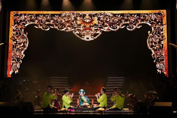 Q Show 2 tại Hà Nội: Lệ Quyên chứng minh đẳng cấp với dạ tiệc âm nhạc hoành tráng và đầy cảm xúc - Ảnh 18.
