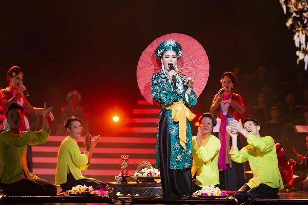 Q Show 2 tại Hà Nội: Lệ Quyên chứng minh đẳng cấp với dạ tiệc âm nhạc hoành tráng và đầy cảm xúc - Ảnh 16.