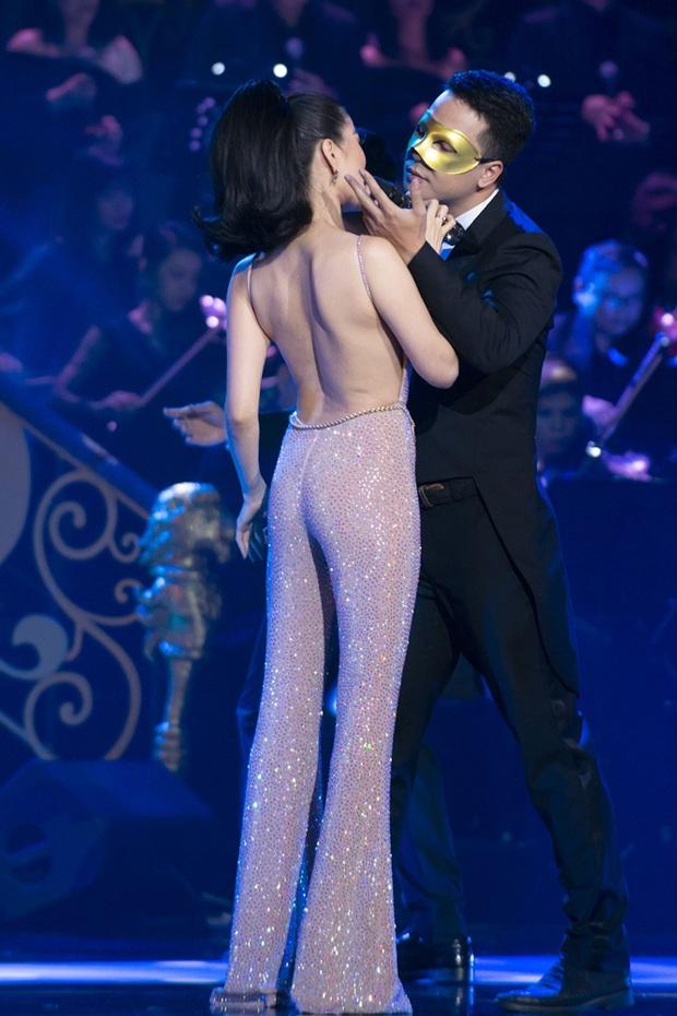 Q Show 2 tại Hà Nội: Lệ Quyên chứng minh đẳng cấp với dạ tiệc âm nhạc hoành tráng và đầy cảm xúc - Ảnh 25.