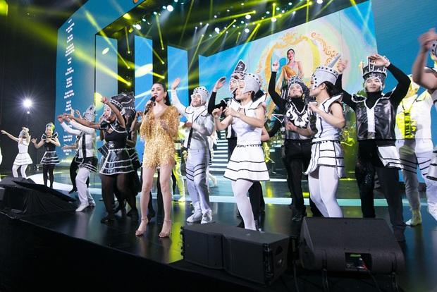 Q Show 2 tại Hà Nội: Lệ Quyên chứng minh đẳng cấp với dạ tiệc âm nhạc hoành tráng và đầy cảm xúc - Ảnh 34.
