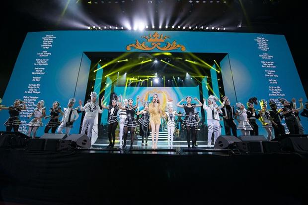 Q Show 2 tại Hà Nội: Lệ Quyên chứng minh đẳng cấp với dạ tiệc âm nhạc hoành tráng và đầy cảm xúc - Ảnh 33.
