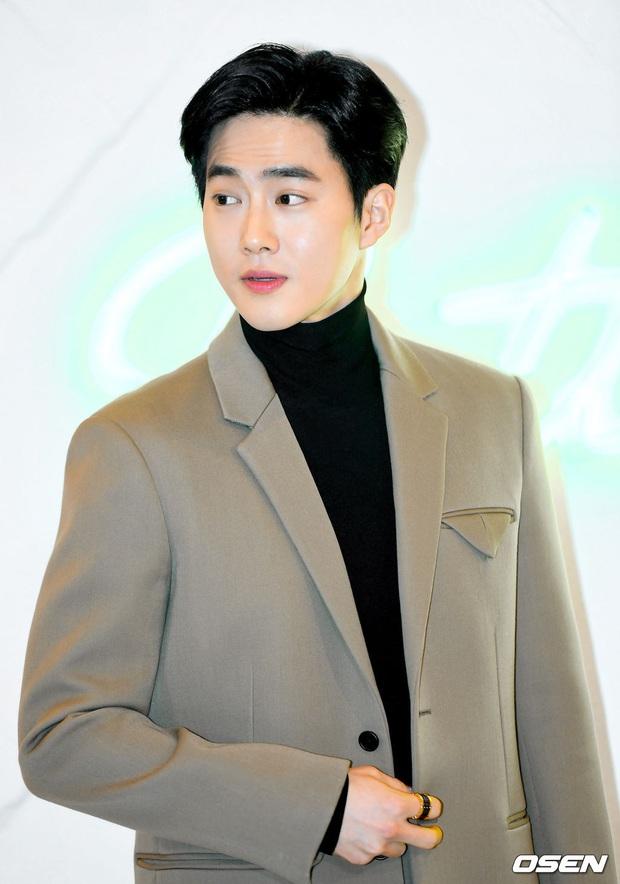 Sự kiện gây sốt: Seolhyun khoe body quá đỉnh, Suho đẹp trai như CEO và ánh mắt của nhân viên phía sau nói lên tất cả - Ảnh 11.