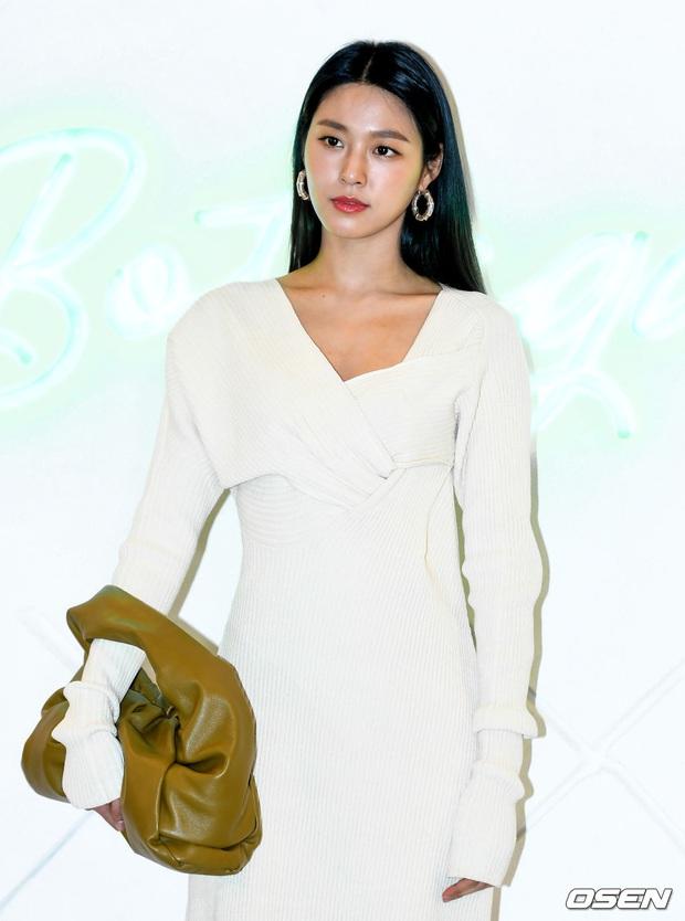 Sự kiện gây sốt: Seolhyun khoe body quá đỉnh, Suho đẹp trai như CEO và ánh mắt của nhân viên phía sau nói lên tất cả - Ảnh 5.