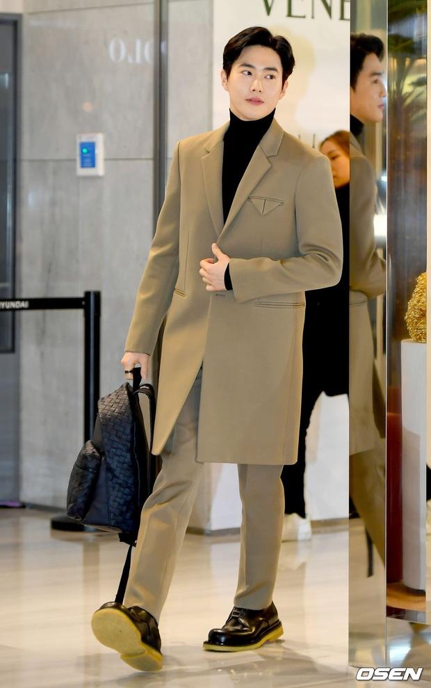 Sự kiện gây sốt: Seolhyun khoe body quá đỉnh, Suho đẹp trai như CEO và ánh mắt của nhân viên phía sau nói lên tất cả - Ảnh 7.