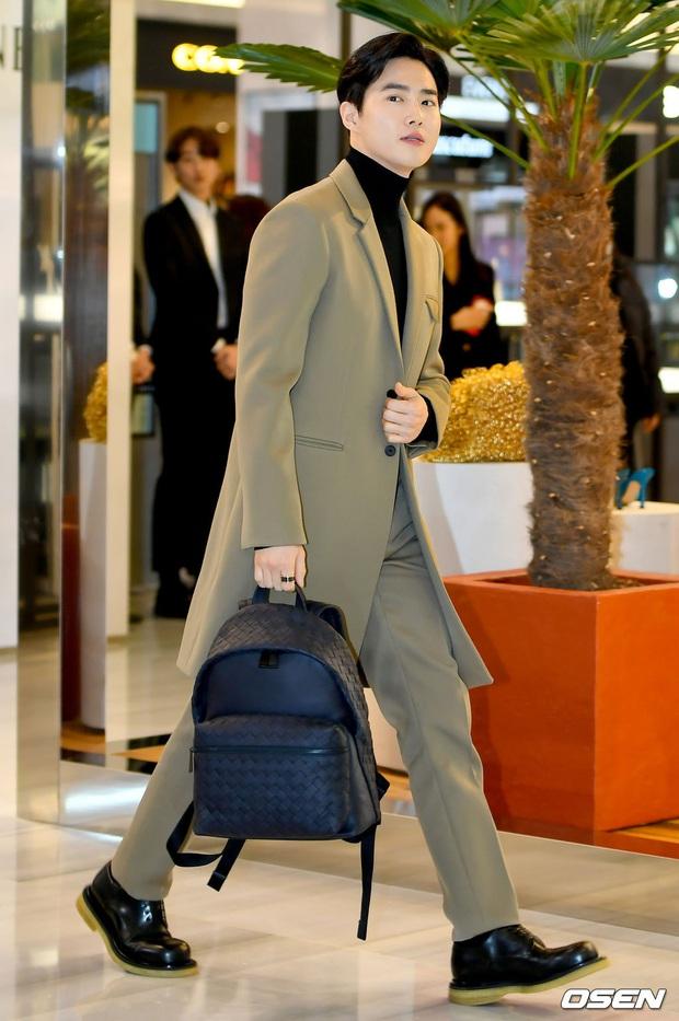 Sự kiện gây sốt: Seolhyun khoe body quá đỉnh, Suho đẹp trai như CEO và ánh mắt của nhân viên phía sau nói lên tất cả - Ảnh 8.