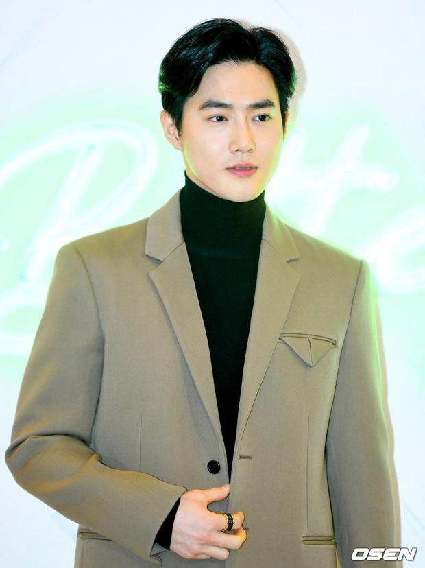 Sự kiện gây sốt: Seolhyun khoe body quá đỉnh, Suho đẹp trai như CEO và ánh mắt của nhân viên phía sau nói lên tất cả - Ảnh 10.