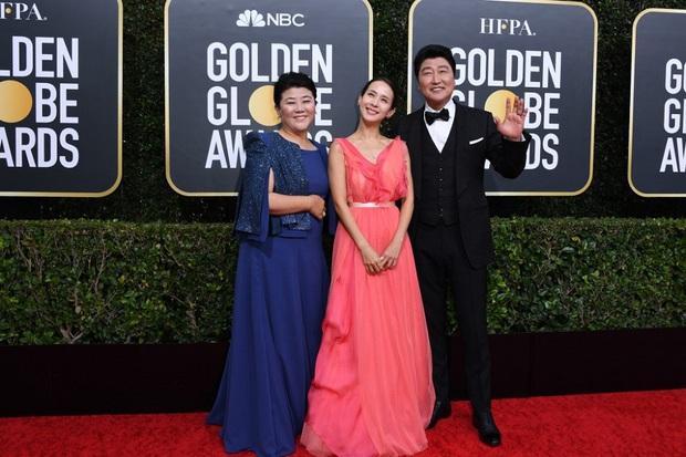 Parasite thắng giải Quả Cầu Vàng 2020 cho hạng mục Phim nói tiếng nước ngoài xuất sắc nhất, tượng vàng Oscar đang đến gần? - Ảnh 2.