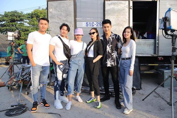 The Face Vietnam 2018 đầu năm mới: Team Võ Hoàng Yến chụp hình ướt át, Minh Hằng rủ học trò đóng phim - Ảnh 5.