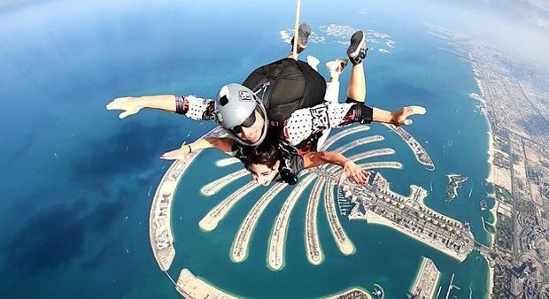 """""""Đặt cược tính mạng"""" bay lượn trên bầu trời Dubai, Ngọc Trinh lộ vẻ mặt thất thần nhưng vẫn cực đáng yêu: Ai dám nói chị bánh bèo nữa? - Ảnh 18."""