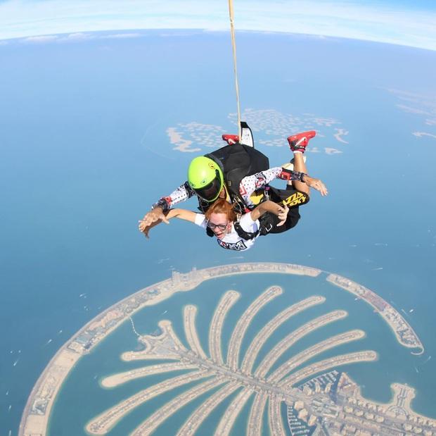 """""""Đặt cược tính mạng"""" bay lượn trên bầu trời Dubai, Ngọc Trinh lộ vẻ mặt thất thần nhưng vẫn cực đáng yêu: Ai dám nói chị bánh bèo nữa? - Ảnh 8."""