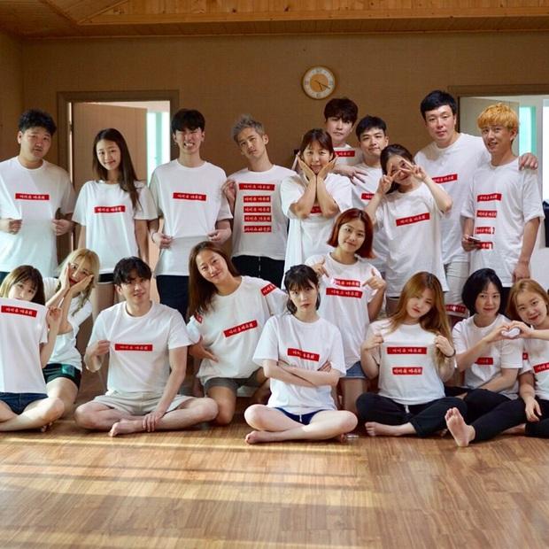 IU rời công ty cũ, cùng toàn bộ dàn staff lâu năm cùng nhau chuyển sang label mới của quản lý 12 năm thành lập, khẳng định tình cảm gắn bó như gia đình! - Ảnh 2.