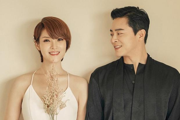 Tin mừng đầu năm: Nữ ca sĩ Hậu duệ mặt trời mang thai con đầu lòng cho tài tử Jo Jung Suk sau 15 tháng cưới - Ảnh 1.