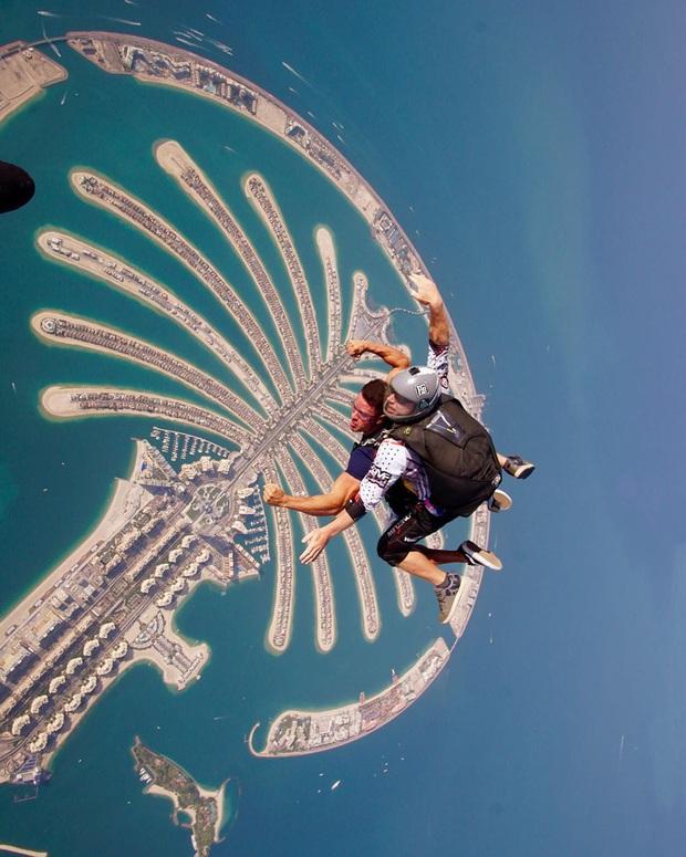 """""""Đặt cược tính mạng"""" bay lượn trên bầu trời Dubai, Ngọc Trinh lộ vẻ mặt thất thần nhưng vẫn cực đáng yêu: Ai dám nói chị bánh bèo nữa? - Ảnh 5."""