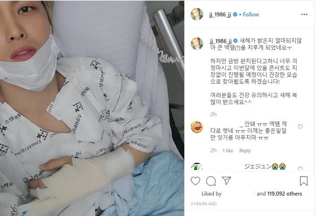 Lâu lắm mới lộ diện, vị thần phương Đông Jaejoong (JYJ) khiến dân tình tá hoả vì nhập viện với cánh tay bó bột - Ảnh 1.