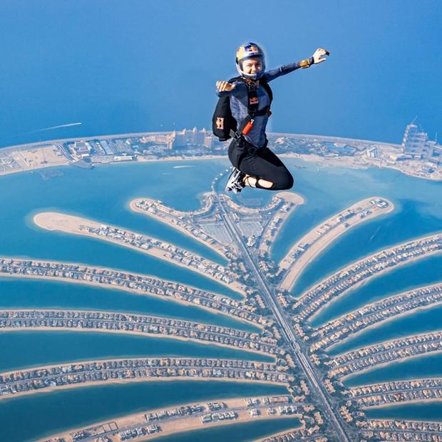"""""""Đặt cược tính mạng"""" bay lượn trên bầu trời Dubai, Ngọc Trinh lộ vẻ mặt thất thần nhưng vẫn cực đáng yêu: Ai dám nói chị bánh bèo nữa? - Ảnh 6."""