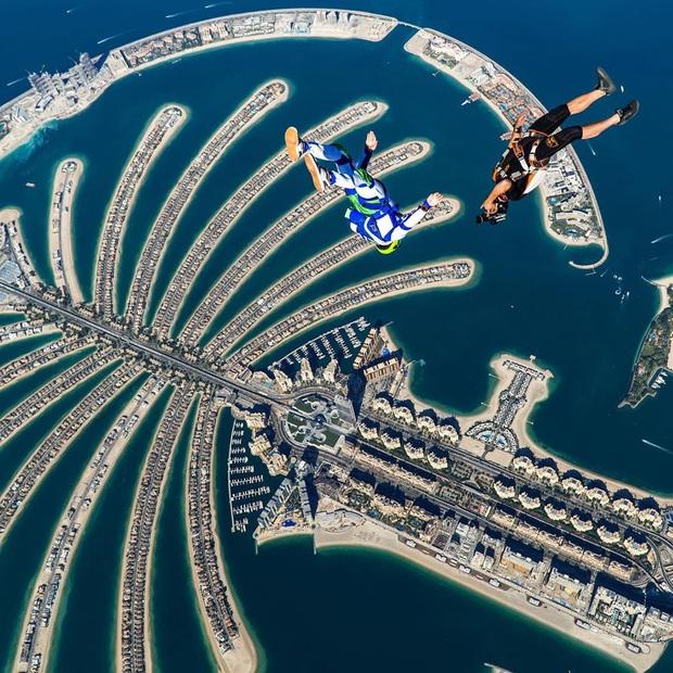 """""""Đặt cược tính mạng"""" bay lượn trên bầu trời Dubai, Ngọc Trinh lộ vẻ mặt thất thần nhưng vẫn cực đáng yêu: Ai dám nói chị bánh bèo nữa? - Ảnh 17."""